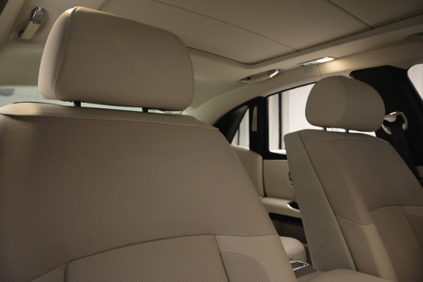 Used 2010 Rolls-Royce Ghost for sale Call for price at Alfa Romeo of Greenwich in Greenwich CT 06830 16