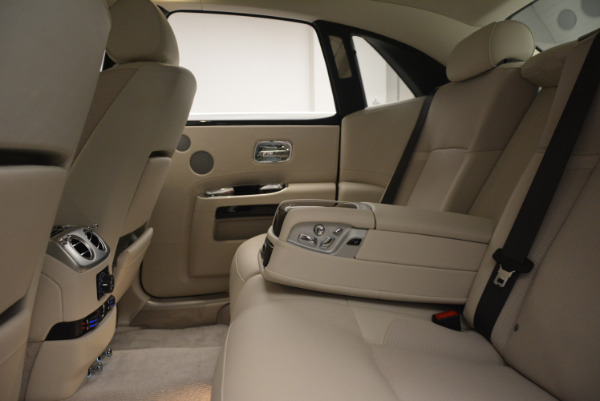 Used 2010 Rolls-Royce Ghost for sale Call for price at Alfa Romeo of Greenwich in Greenwich CT 06830 24