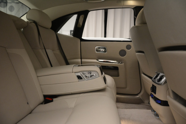 Used 2010 Rolls-Royce Ghost for sale Call for price at Alfa Romeo of Greenwich in Greenwich CT 06830 25