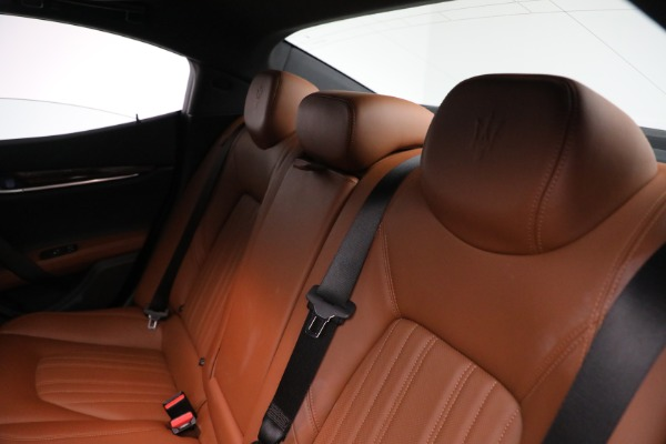 Used 2018 Maserati Ghibli S Q4 GranLusso for sale $56,900 at Alfa Romeo of Greenwich in Greenwich CT 06830 17