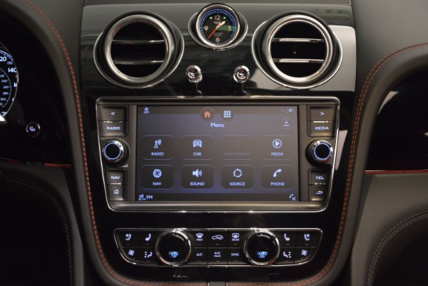 Used 2018 Bentley Bentayga Onyx for sale Call for price at Alfa Romeo of Greenwich in Greenwich CT 06830 28