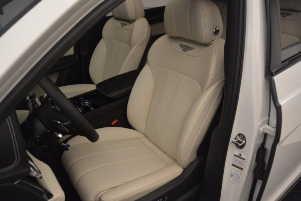 Used 2018 Bentley Bentayga Onyx for sale Sold at Alfa Romeo of Greenwich in Greenwich CT 06830 18
