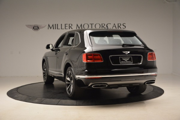 Used 2018 Bentley Bentayga Onyx Edition for sale $139,900 at Alfa Romeo of Greenwich in Greenwich CT 06830 6