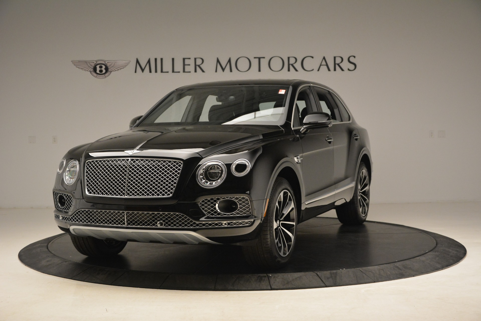 Used 2018 Bentley Bentayga Onyx Edition for sale $139,900 at Alfa Romeo of Greenwich in Greenwich CT 06830 1