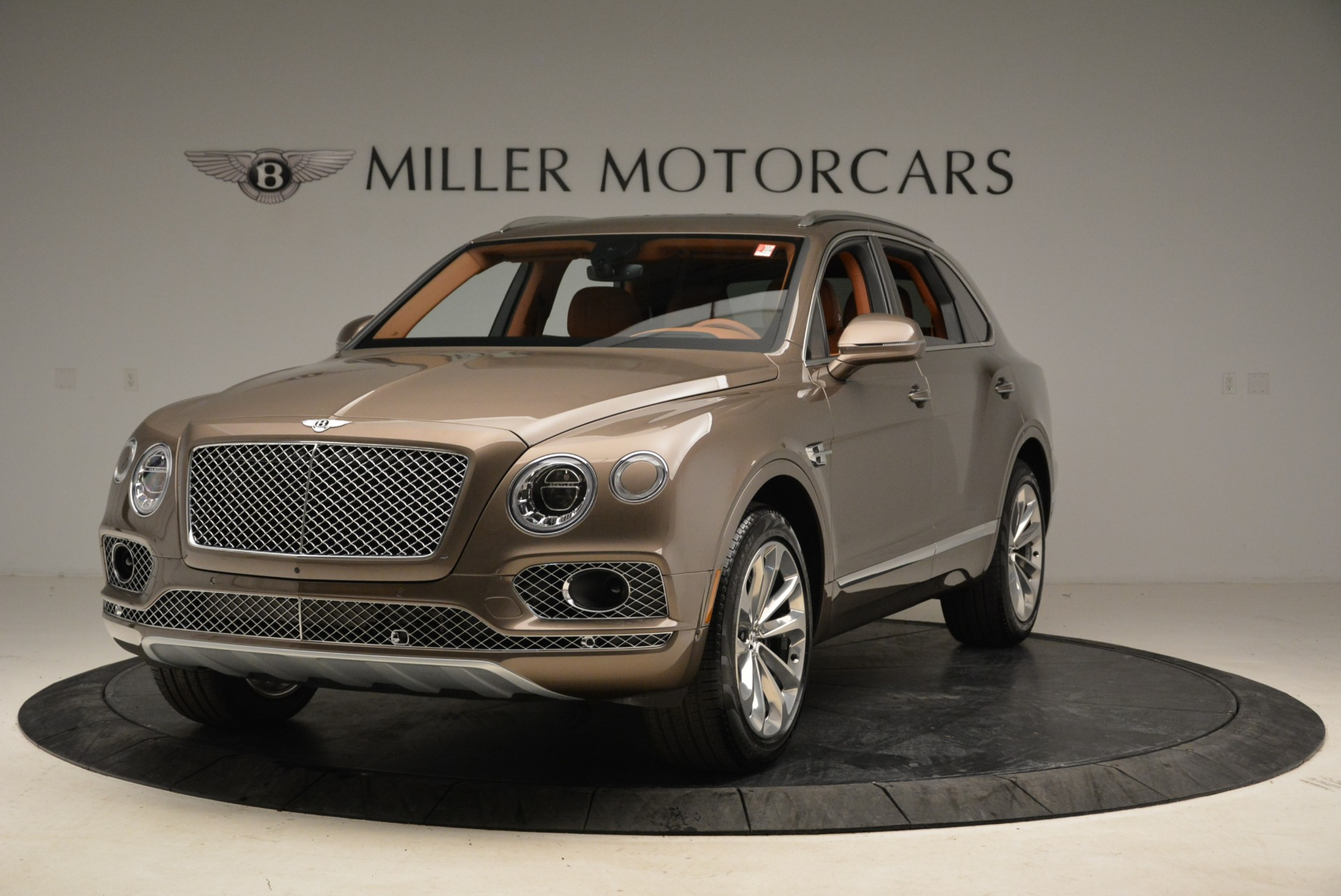 Used 2018 Bentley Bentayga W12 Signature for sale $156,900 at Alfa Romeo of Greenwich in Greenwich CT 06830 1