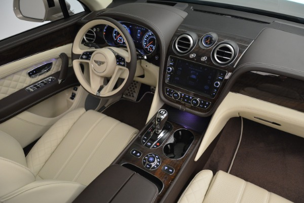 New 2018 Bentley Bentayga Signature for sale Sold at Alfa Romeo of Greenwich in Greenwich CT 06830 28