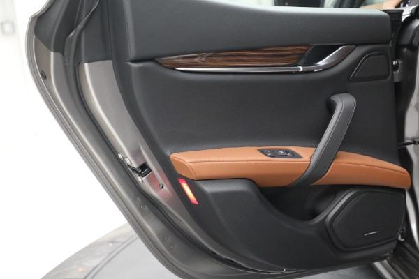 Used 2018 Maserati Ghibli S Q4 for sale $54,900 at Alfa Romeo of Greenwich in Greenwich CT 06830 24