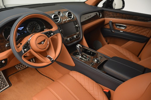Used 2018 Bentley Bentayga Signature for sale Sold at Alfa Romeo of Greenwich in Greenwich CT 06830 17