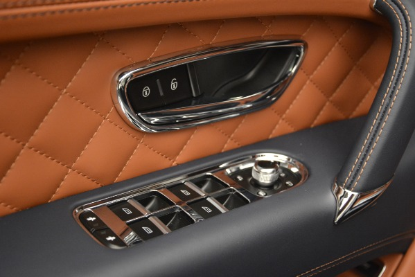 Used 2018 Bentley Bentayga Signature for sale Sold at Alfa Romeo of Greenwich in Greenwich CT 06830 19