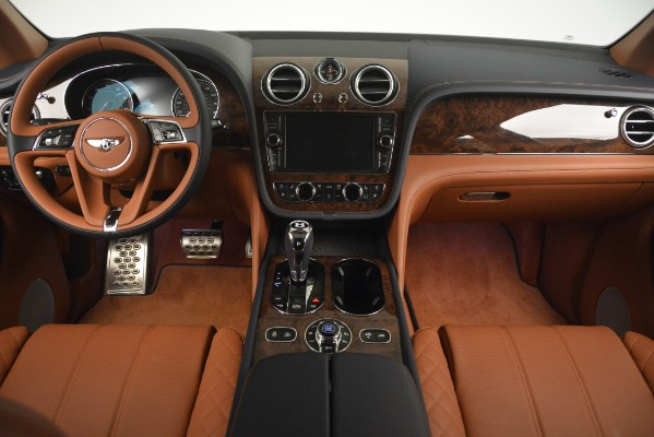 Used 2018 Bentley Bentayga Signature for sale Sold at Alfa Romeo of Greenwich in Greenwich CT 06830 25