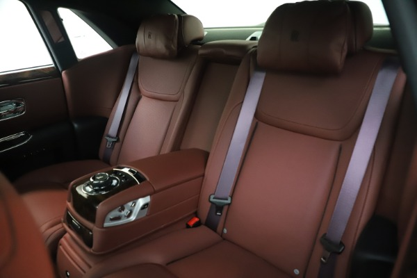 Used 2016 Rolls-Royce Ghost for sale $176,900 at Alfa Romeo of Greenwich in Greenwich CT 06830 15
