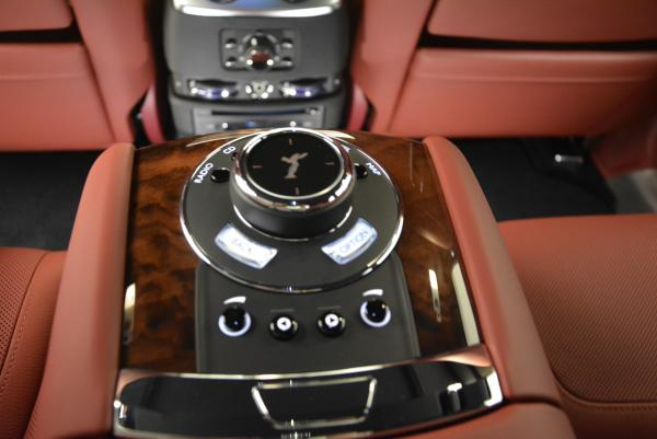 Used 2016 Rolls-Royce Ghost for sale $176,900 at Alfa Romeo of Greenwich in Greenwich CT 06830 27
