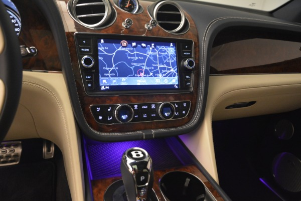 Used 2018 Bentley Bentayga W12 Signature for sale Sold at Alfa Romeo of Greenwich in Greenwich CT 06830 23