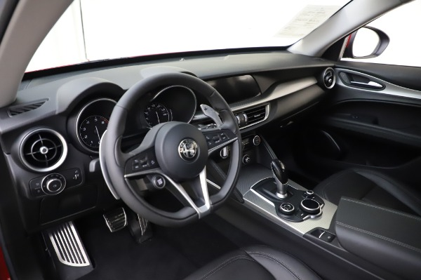 Used 2018 Alfa Romeo Stelvio Sport Q4 for sale $35,900 at Alfa Romeo of Greenwich in Greenwich CT 06830 17