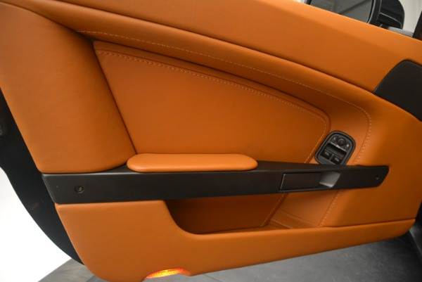 Used 2008 Aston Martin V8 Vantage Roadster for sale Sold at Alfa Romeo of Greenwich in Greenwich CT 06830 19