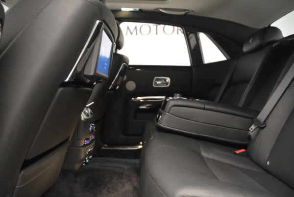 Used 2012 Rolls-Royce Ghost for sale Sold at Alfa Romeo of Greenwich in Greenwich CT 06830 19