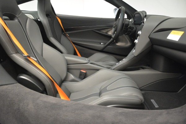 New 2019 McLaren 720S Coupe for sale $344,340 at Alfa Romeo of Greenwich in Greenwich CT 06830 22