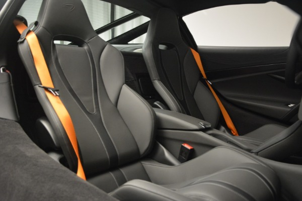 New 2019 McLaren 720S Coupe for sale $344,340 at Alfa Romeo of Greenwich in Greenwich CT 06830 23