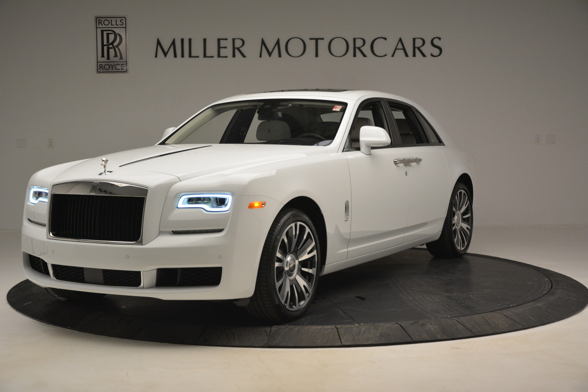 Used 2019 Rolls-Royce Ghost for sale $299,900 at Alfa Romeo of Greenwich in Greenwich CT 06830 1