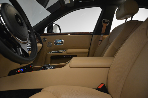 Used 2018 Rolls-Royce Ghost for sale Sold at Alfa Romeo of Greenwich in Greenwich CT 06830 15