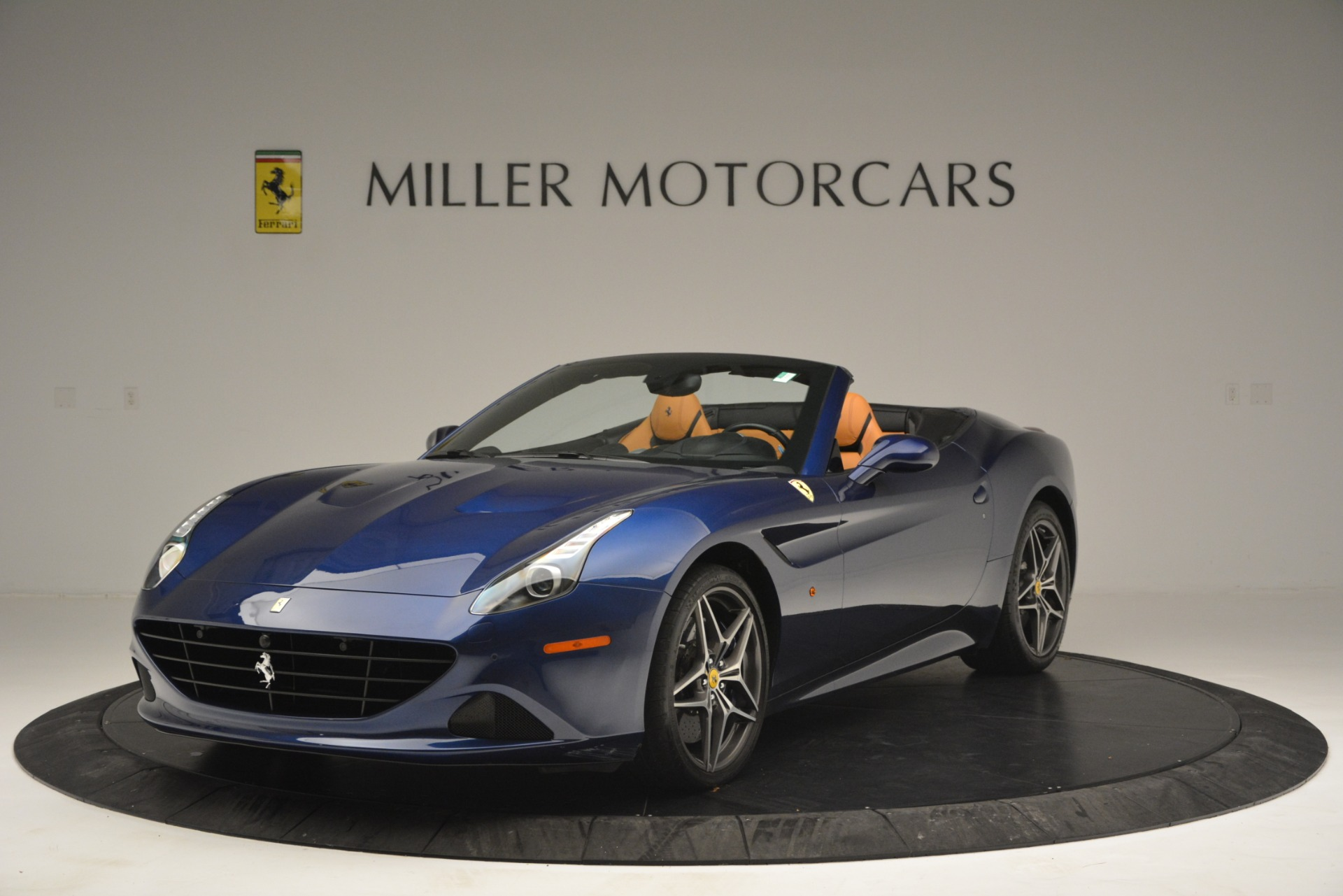 Used 2016 Ferrari California T for sale $152,900 at Alfa Romeo of Greenwich in Greenwich CT 06830 1