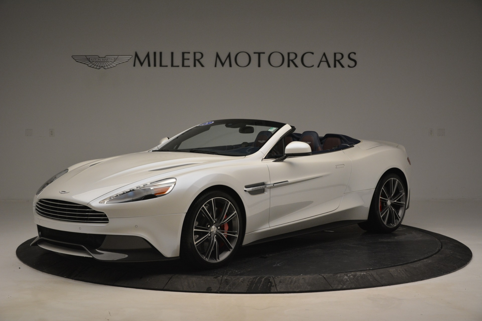 Used 2015 Aston Martin Vanquish Convertible for sale Sold at Alfa Romeo of Greenwich in Greenwich CT 06830 1
