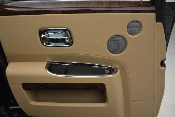 Used 2014 Rolls-Royce Ghost for sale Sold at Alfa Romeo of Greenwich in Greenwich CT 06830 19