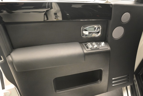 Used 2014 Rolls-Royce Phantom for sale Sold at Alfa Romeo of Greenwich in Greenwich CT 06830 19