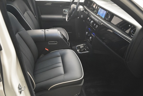 Used 2014 Rolls-Royce Phantom for sale Sold at Alfa Romeo of Greenwich in Greenwich CT 06830 27