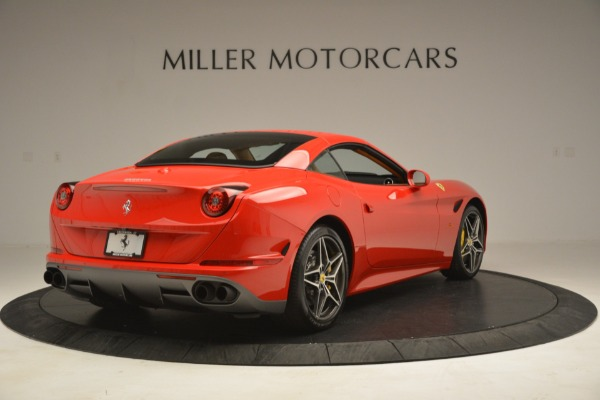 Used 2017 Ferrari California T Handling Speciale for sale $174,900 at Alfa Romeo of Greenwich in Greenwich CT 06830 16