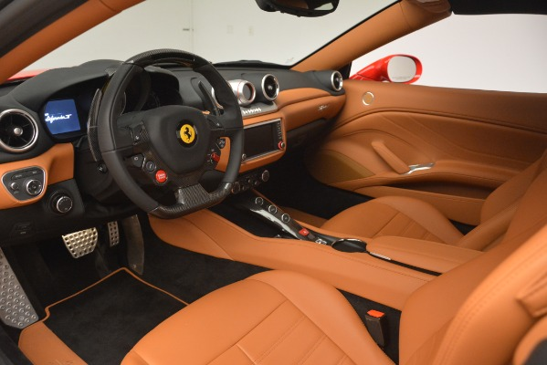 Used 2017 Ferrari California T Handling Speciale for sale $174,900 at Alfa Romeo of Greenwich in Greenwich CT 06830 19