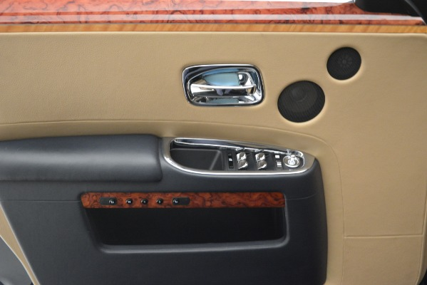 Used 2015 Rolls-Royce Ghost for sale Sold at Alfa Romeo of Greenwich in Greenwich CT 06830 24