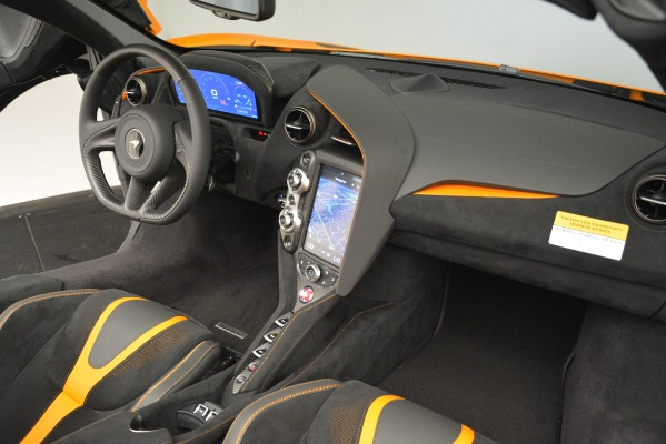 New 2020 McLaren 720S SPIDER Convertible for sale $407,450 at Alfa Romeo of Greenwich in Greenwich CT 06830 24