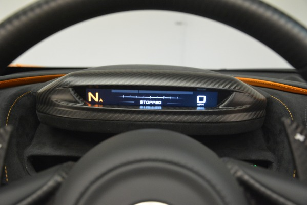 New 2020 McLaren 720S SPIDER Convertible for sale $407,450 at Alfa Romeo of Greenwich in Greenwich CT 06830 27
