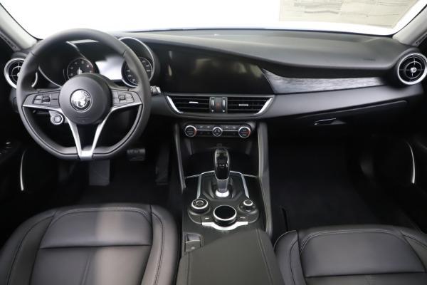 New 2019 Alfa Romeo Giulia Q4 for sale $46,390 at Alfa Romeo of Greenwich in Greenwich CT 06830 16