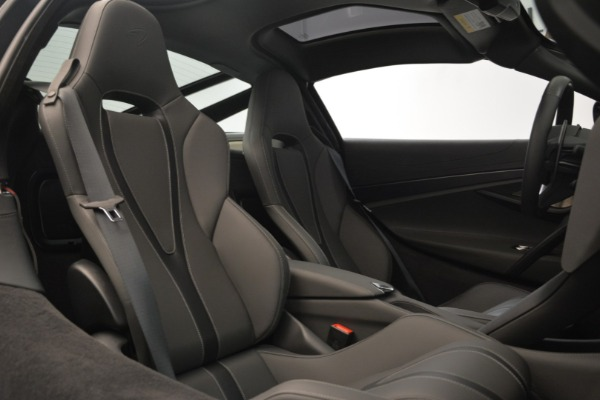 Used 2018 McLaren 720S for sale $269,900 at Alfa Romeo of Greenwich in Greenwich CT 06830 19