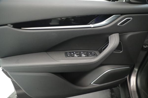 New 2019 Maserati Levante Q4 Nerissimo for sale $89,850 at Alfa Romeo of Greenwich in Greenwich CT 06830 17