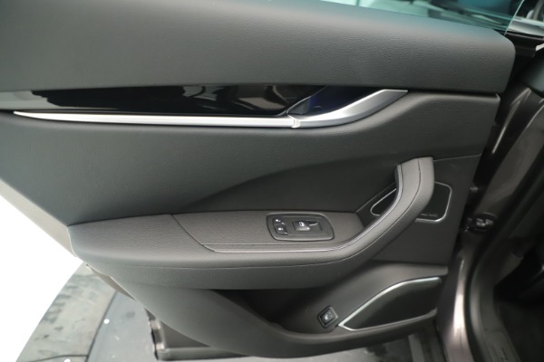 New 2019 Maserati Levante Q4 Nerissimo for sale $89,850 at Alfa Romeo of Greenwich in Greenwich CT 06830 21
