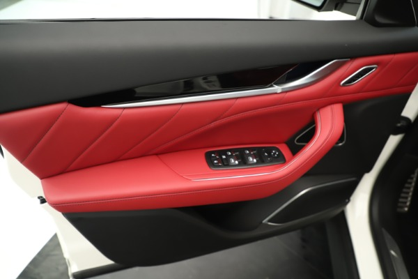 New 2019 Maserati Levante Q4 GranSport Nerissimo for sale Sold at Alfa Romeo of Greenwich in Greenwich CT 06830 17