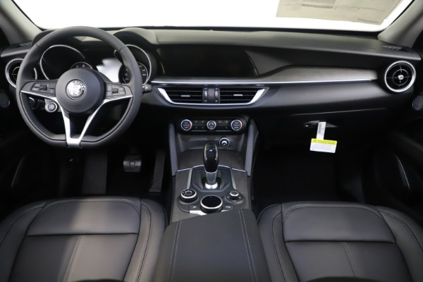 New 2019 Alfa Romeo Stelvio Ti Q4 for sale $51,940 at Alfa Romeo of Greenwich in Greenwich CT 06830 16