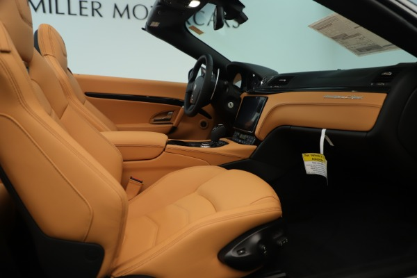 New 2019 Maserati GranTurismo Sport Convertible for sale $163,845 at Alfa Romeo of Greenwich in Greenwich CT 06830 27