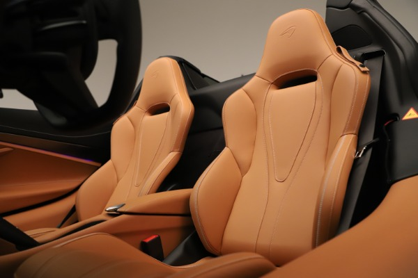 New 2020 McLaren 720S Spider for sale $372,250 at Alfa Romeo of Greenwich in Greenwich CT 06830 16