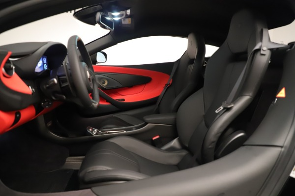 New 2019 McLaren 600LT Coupe for sale $278,790 at Alfa Romeo of Greenwich in Greenwich CT 06830 21