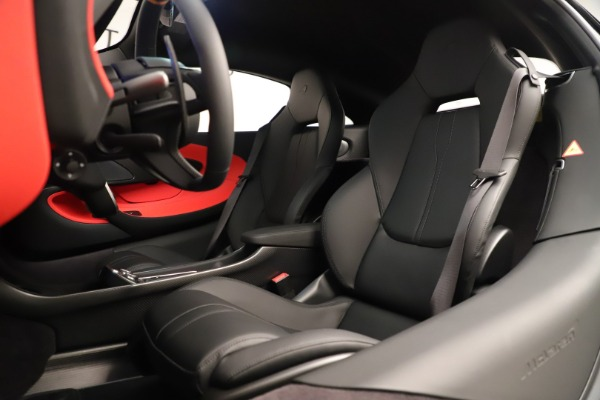 New 2019 McLaren 600LT Coupe for sale $278,790 at Alfa Romeo of Greenwich in Greenwich CT 06830 22