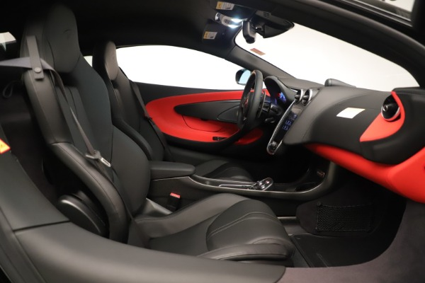 New 2019 McLaren 600LT Coupe for sale $278,790 at Alfa Romeo of Greenwich in Greenwich CT 06830 24