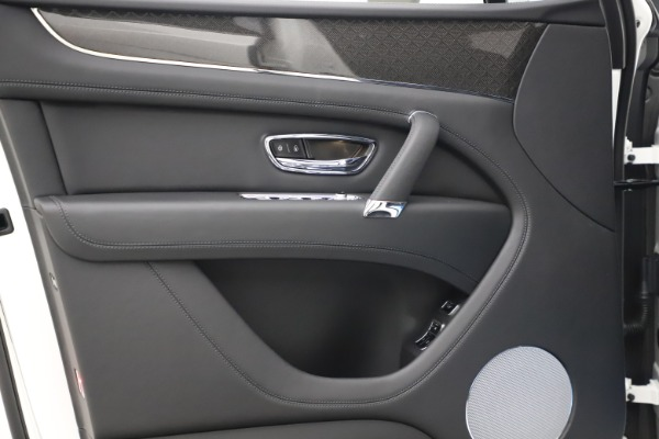 New 2020 Bentley Bentayga V8 Design Series for sale $216,860 at Alfa Romeo of Greenwich in Greenwich CT 06830 17