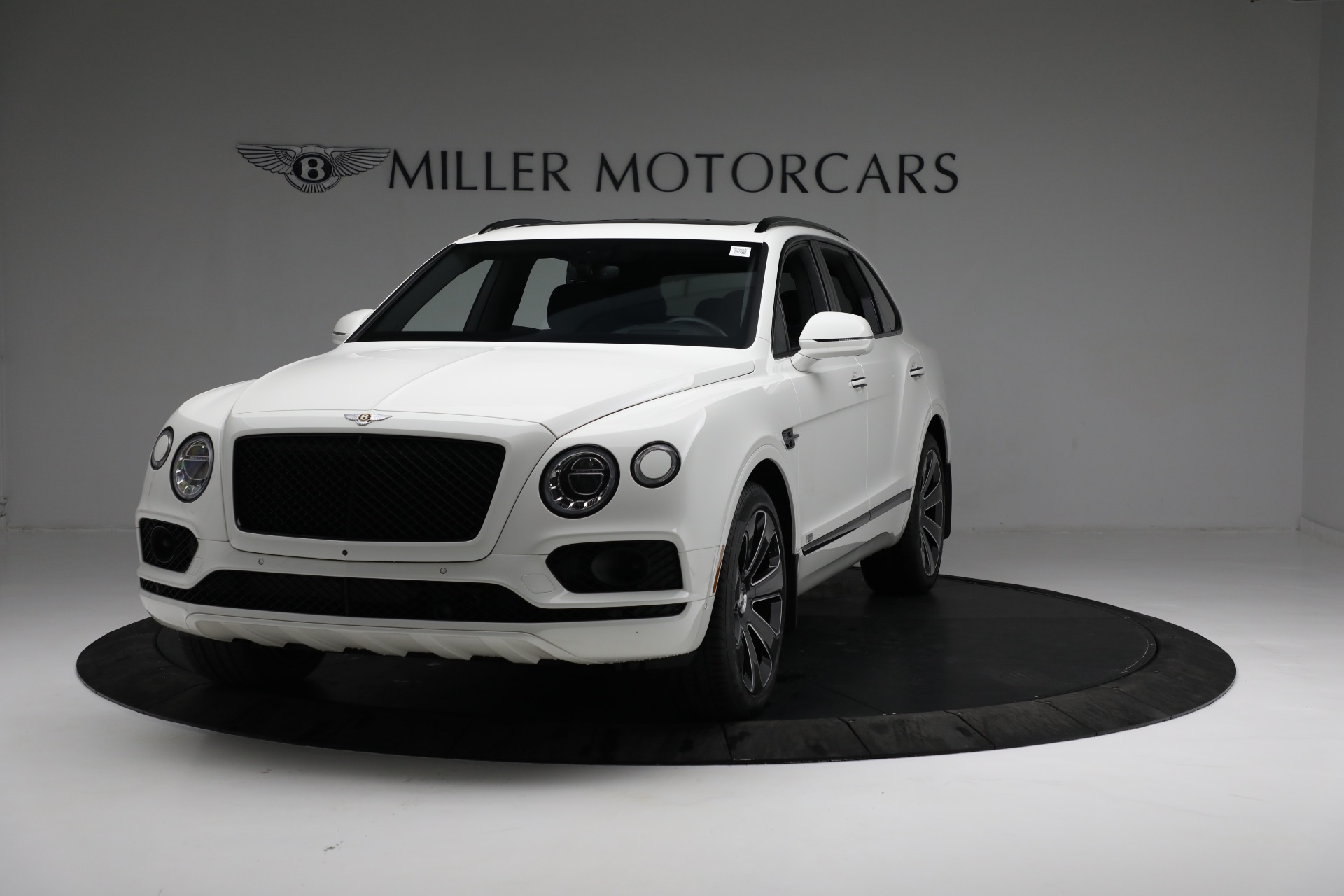 New 2020 Bentley Bentayga V8 Design Series for sale $216,860 at Alfa Romeo of Greenwich in Greenwich CT 06830 1