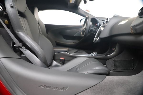 New 2019 McLaren 600LT for sale $285,236 at Alfa Romeo of Greenwich in Greenwich CT 06830 27