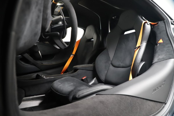 New 2019 McLaren 600LT for sale $311,619 at Alfa Romeo of Greenwich in Greenwich CT 06830 20