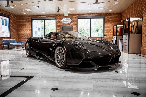 Used 2017 Pagani Huayra Roadster Roadster for sale Call for price at Alfa Romeo of Greenwich in Greenwich CT 06830 3